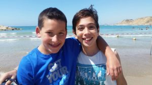 Twinning - Two boys on the beach
